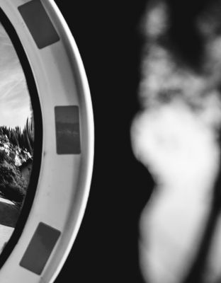 Lirikonfestova galerija / Ksenija Mikor / 21 pogledov na lirični avanturizem (1)